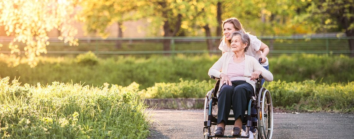 Keeping a person with dementia safe during hot weather - Dementia UK